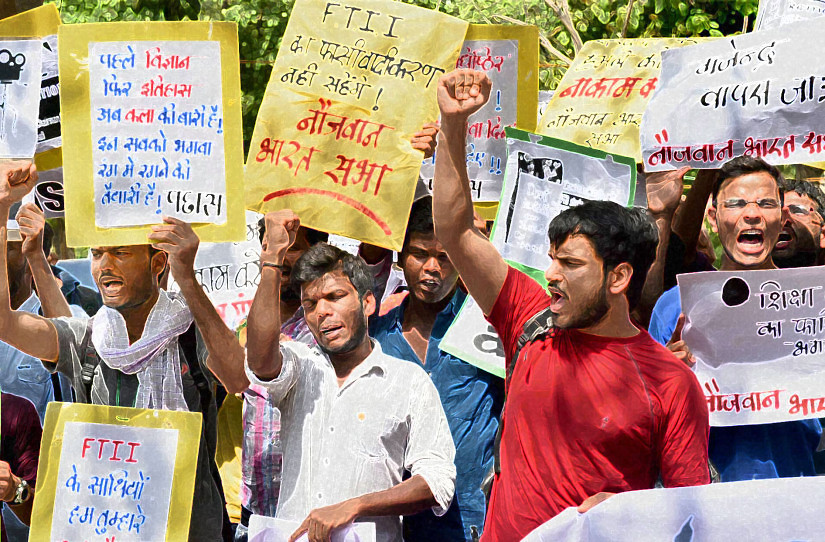 New Delhi: Students shout slogans at a protest against the appointment of Gajendra Chauhan as the chairman of the FTII governing council, in New Delhi on Friday. PTI Photo by Atul Yadav  (PTI7_3_2015_000072A)