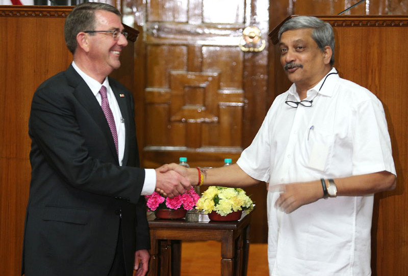 The Union Defence Minister Shri Manohar Parrikar shaking hands with his US counterpart Dr. Ashton Carter, in New Delhi on April 12, 2016.
